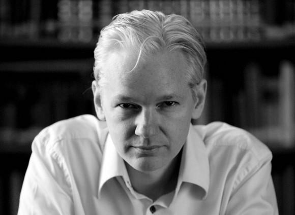 Julian_Assange_2010-front11