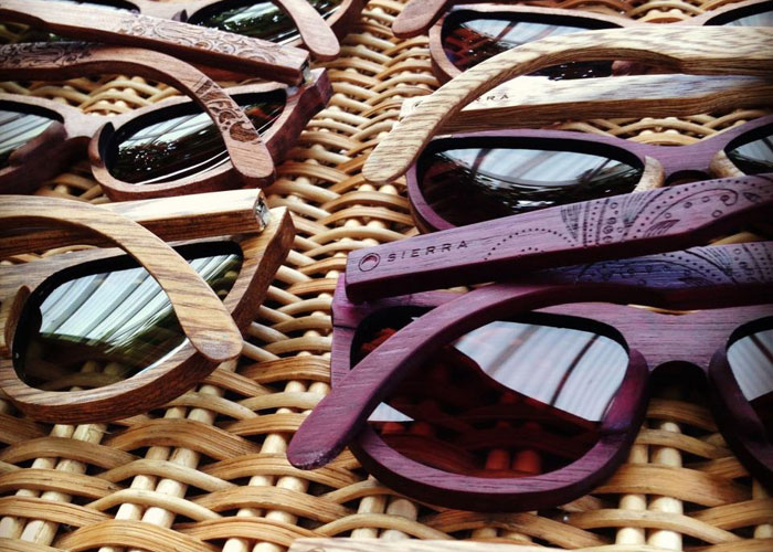 Gafas de sol hechas de madera colombiana