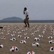 Los brasileños protestan con balones