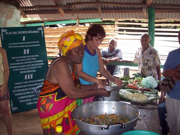 Negras colombianass chicas desnudas en la cocina 5
