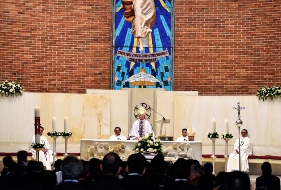 Fue amigo de algunos de los más altos prelados de Colombia, entre quienes estuvieron monseñor Álvaro Raúl Jarro Tobos, monseñor Héctor Gutiérrez Pabón y el obispo de Chiquinquirá Luis Felipe Sánchez.