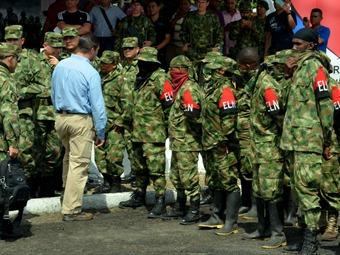 Desmovilizados estrenando uniforme: ¿nos creen tan pendejos?