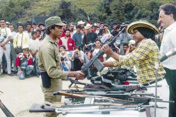 Cuando el EPL se desmovilizo en Febrero de 1991, Megateo se quedó armado en la Serranía de los Motilones. Foto: El Salmón Urbano.