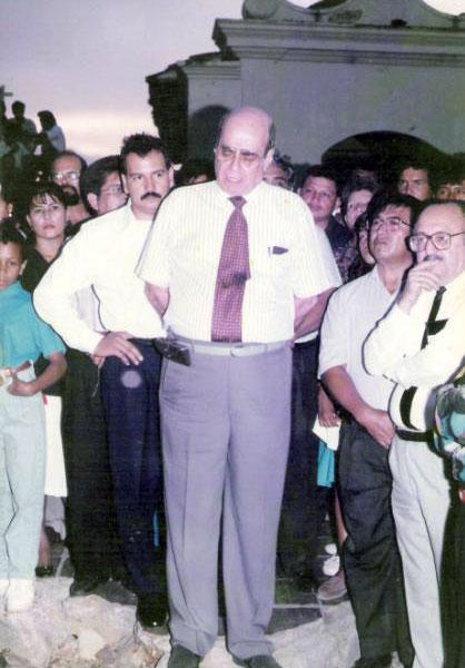 El senador Juan Fernando Cristo y su padre, Jorge Cristo Sahium. Tomada de juanfernandocristo.com