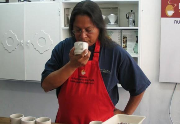 ¿Por qué el dueño del Hard Rock Café quiere comprarle café a los indígenas colombianos?