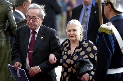 """El 31 de diciembre 1999, dentro de la lista de honores del Reino Unido ante el nuevo milenio, Doris Lessing fue nombrada """"Mujer de Honor, al servicio nacional visible"""""""