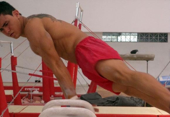 En el 2010 a sus 15 años Jossimar Calvo fue tercero en el suramericano de Mar del Plata, en el 2011 ganó oro y plata en los Panamericanos de Guadalajara.