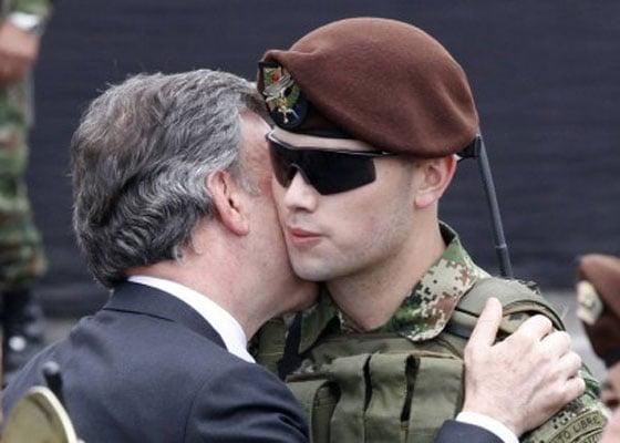 Rabia militar por privilegios de Esteban Santos