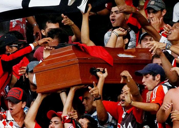 """El """"barra brava"""" del Cúcuta que se hizo velar en el estadio"""