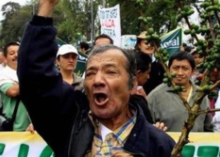 Campesinos se declaran burlados por Santos