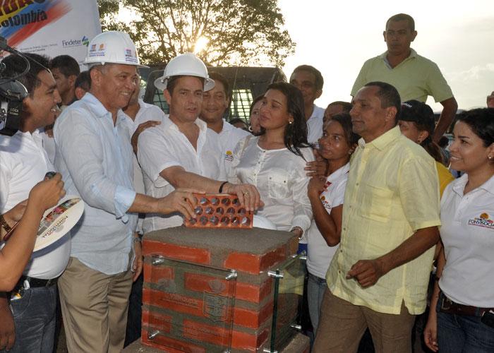 A Germán Vargas Lleras le quedó gustando la entrega de casas gratis