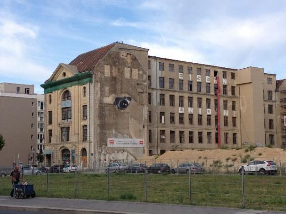 El edificio que mira, en el corazón del barrio Mitte