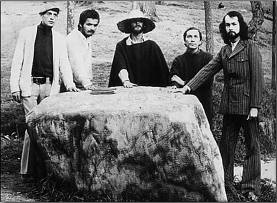 Dario Lemus, Zalameita, Eduardo Escobar, JM Roca y su maestro José Mario Arbeláez en pleno furor Nadaísta.