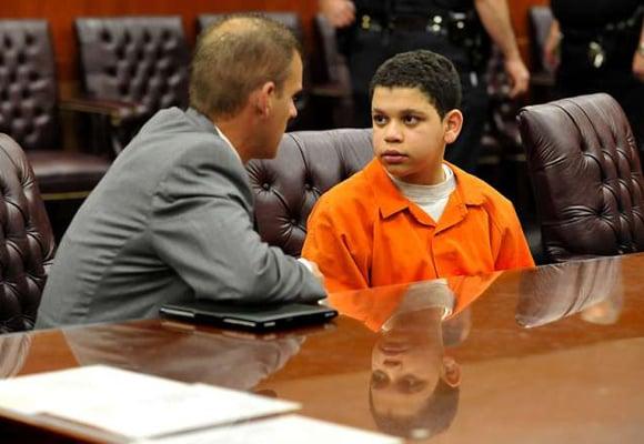 El niño de 13 años que aceptó haber matado a su hermanastro y se salvó de la cadena perpetua