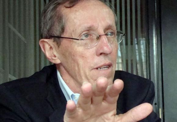 De cómo el precandidato Antonio Navarro dejó de fumar