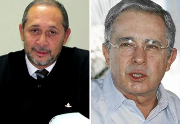 ¿Cuáles son los hechos que comprometerían a Uribe Vélez en el surgimiento del paramilitarismo en Antioquia?