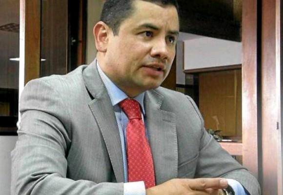"""Por qué recibe un trato de tercera del uribismo """"¿Cuál trato de tercera? Soy uribista independiente"""" : Rafael Guarín"""