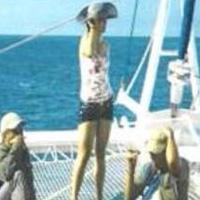 ¿Quién es la mujer que está con los comandantes de las Farc en el barco?