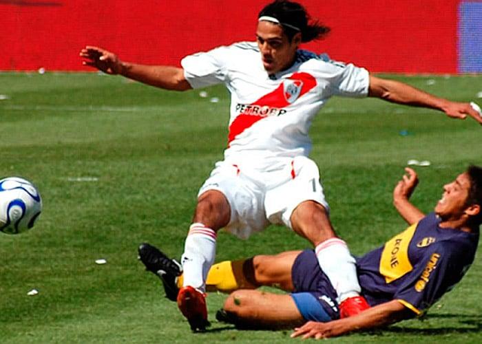 Falcao le pone su rodilla izquierda a Dios
