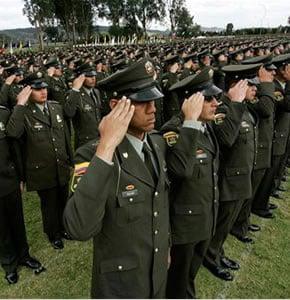 Ser policía en Colombia: se gana poco, se pierde mucho