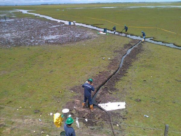 Tuiteros denuncian el desvío de aguas por parte de algunas petroleras
