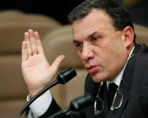 Roy Barreras podría irse del Senado por pedir puestos para sus amigos