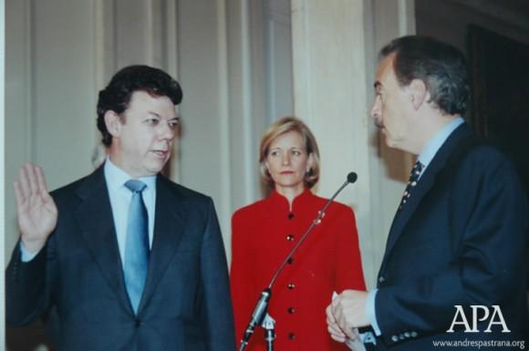 APA-2000-Julio-18-Juramentando-A-Juan-Manuel-Santos-Como-Ministro-De-Hacienda-Bogota
