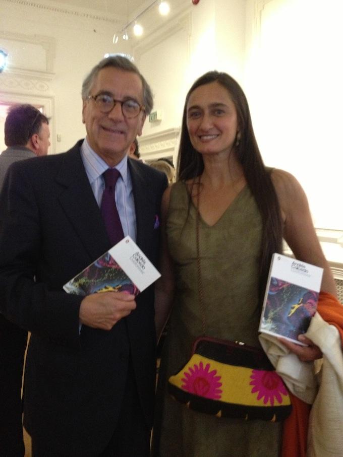 Embajador con el libro de Andrés Caicedo