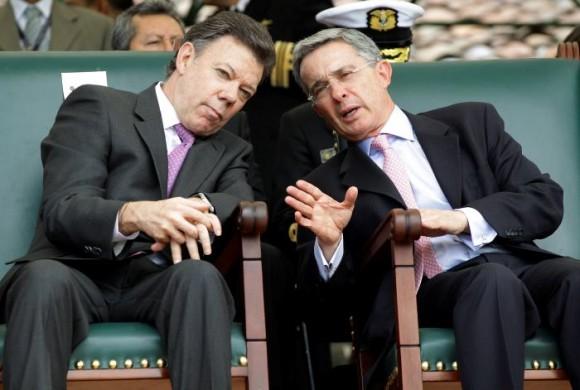 En su escala hacia la Presidencia de la República, Santos fue finalmente ministro de Defensa en la administración de Álvaro Uribe.