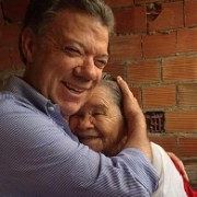 El encuentro de 'Juan Pa' con doña Mercedes, quien no votará por 'Zurriaga'