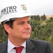 Video de Vargas Lleras en campaña con las casas gratis del gobierno