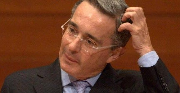 Píldoras para la memoria: el cinismo de Uribe Vélez