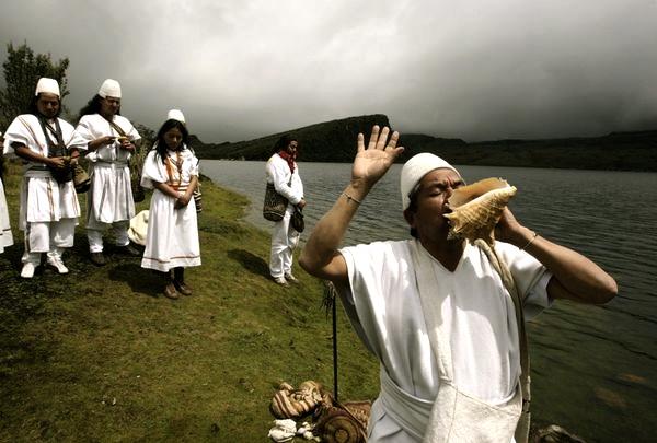 Matrimonio Simbolico Sierra Nevada : Arhuaco indian leader arwa viku las orillas