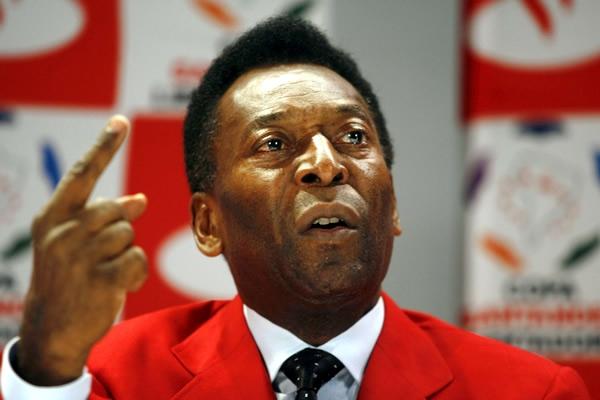 Ronaldo critica a Pelé por minimizar el problema del racismo en el fútbol brasileño