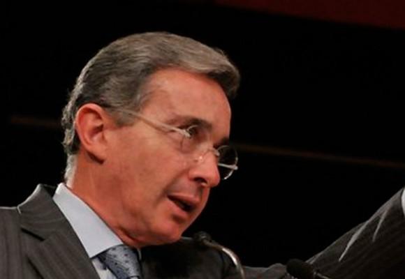 Uribe se estrena con debate sobre la