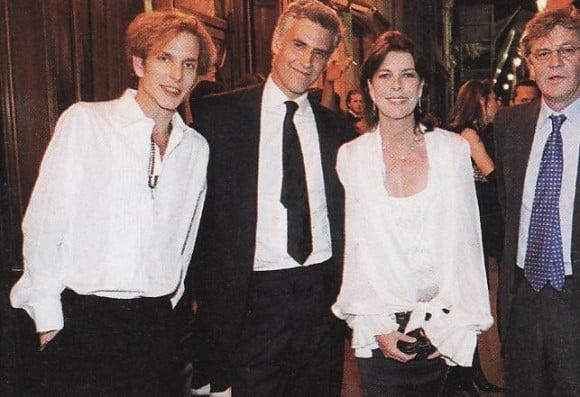 Amigo del jetset europeo, Julio Mario Santodomingo jr. terminó emparentado con Carolina de Mónaco por el matrimonio de su hija Tatiana.