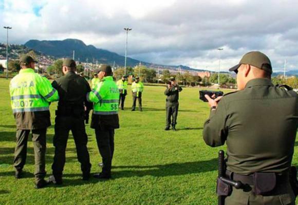 Lo que no se ha dicho sobre el taser que empezó a usar la Policía Nacional