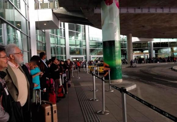 El absurdo de los taxis en El Dorado - Bogotá