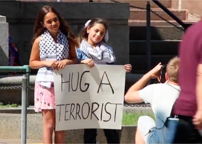 'Abraza a un terrorista'