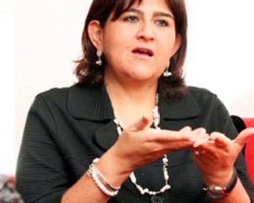 La mano femenina de Santos en la elección del presidente del Senado