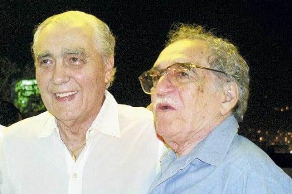 Julio Mario Santodomingo (padre) junto a Gabriel García Márquez