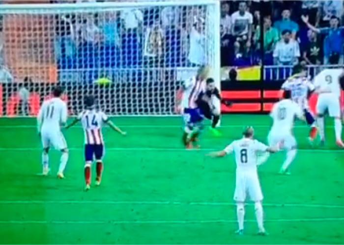 Primer gol de James en el Real Madrid