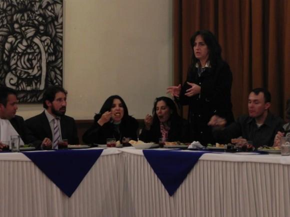 María Fernanda cabal interviniendo en el homenaje al procurador que fue documentada en un video realizado por la periodista Diana Salinas que trasmitió Noticias Uno.