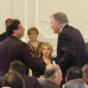 El inesperado apretón de manos entre Gustavo Petro y Alejandro Ordóñez