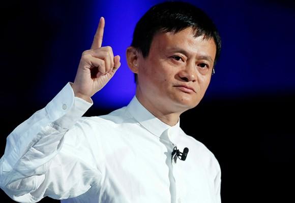 Lo echaron por no saber vender hamburguesas y se convirtió en el chino más rico del mundo