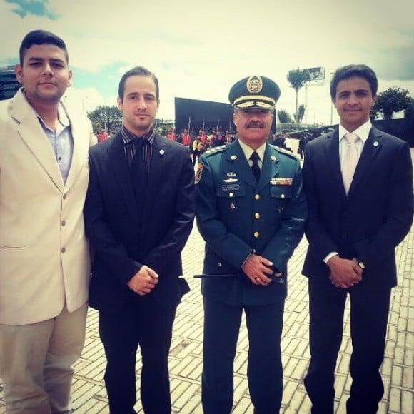 Lorent con el general Henrry Torres