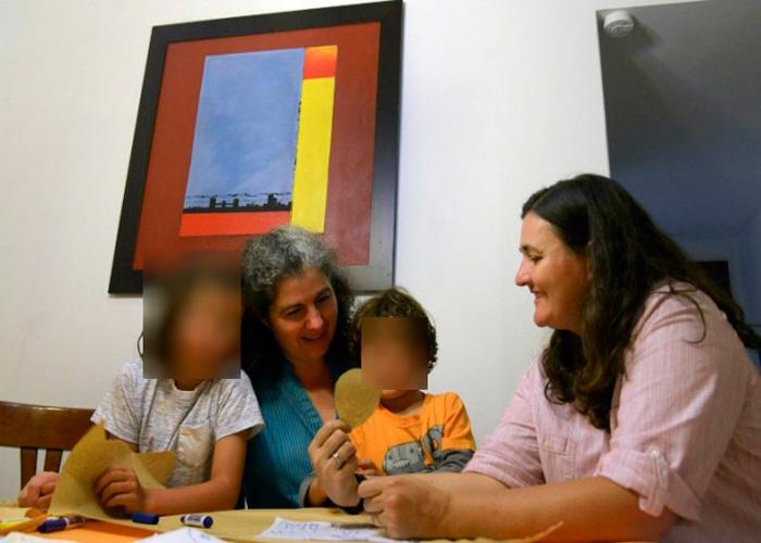 Las revelaciones que podrían tumbar el fallo que aprobó la adopción de niños por parte de parejas del mismo sexo