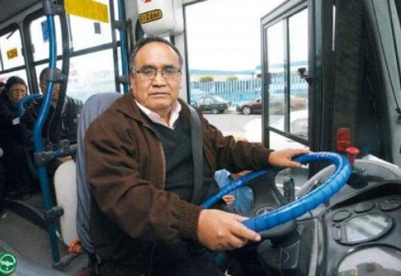 Conversando con un chofer de bus