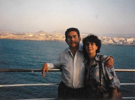 Manuel Cepeda en Cuba junto a su hija María