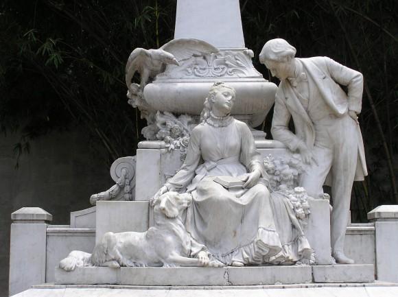 Monumento a María y Jorge Isaacs en Cali
